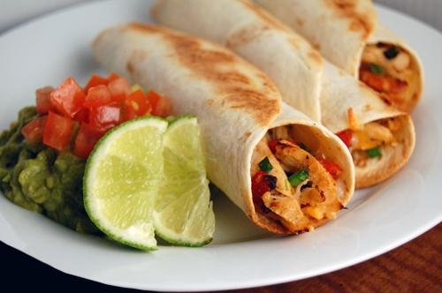 غذای پروتئینی مرغ کبابی با نان لواش