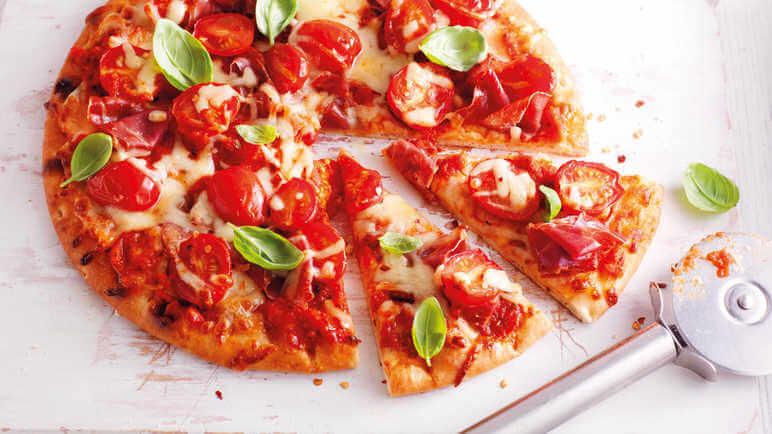 پیتزا گوجه گیلاسی
